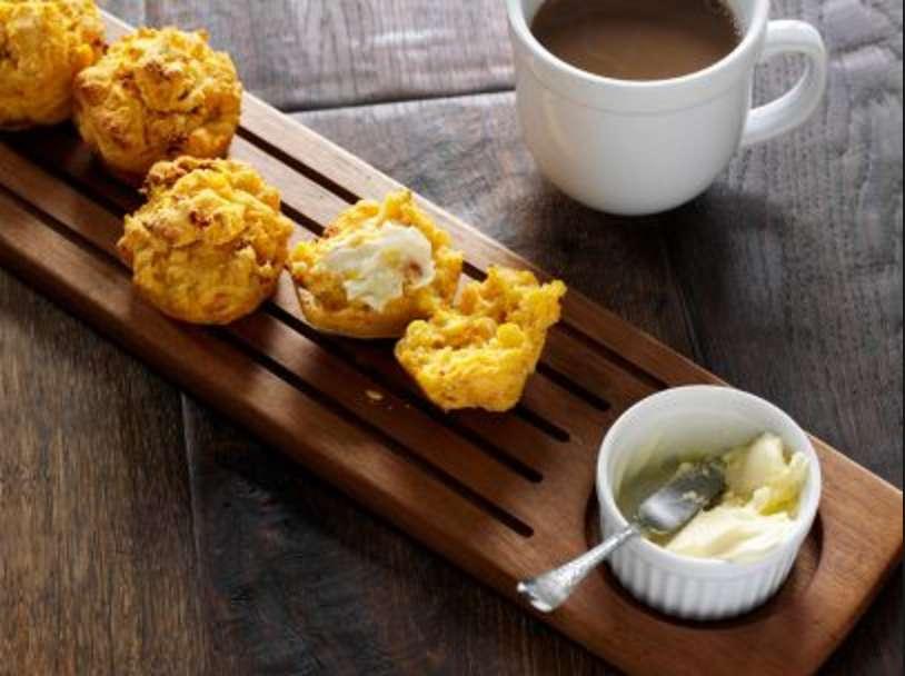 garlic-and-sun-dried-tomato-corn-muffins
